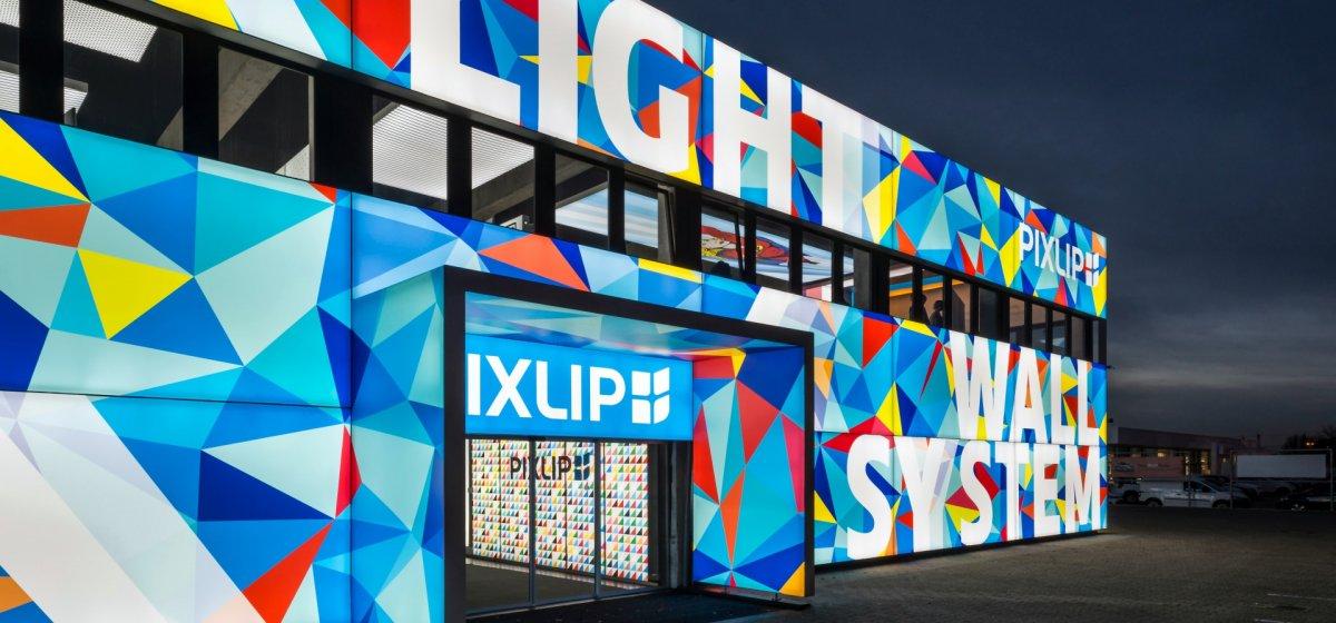 Einrichtungshaus Leuchtreklame Helle Xxl Werbeflächen Pixlip