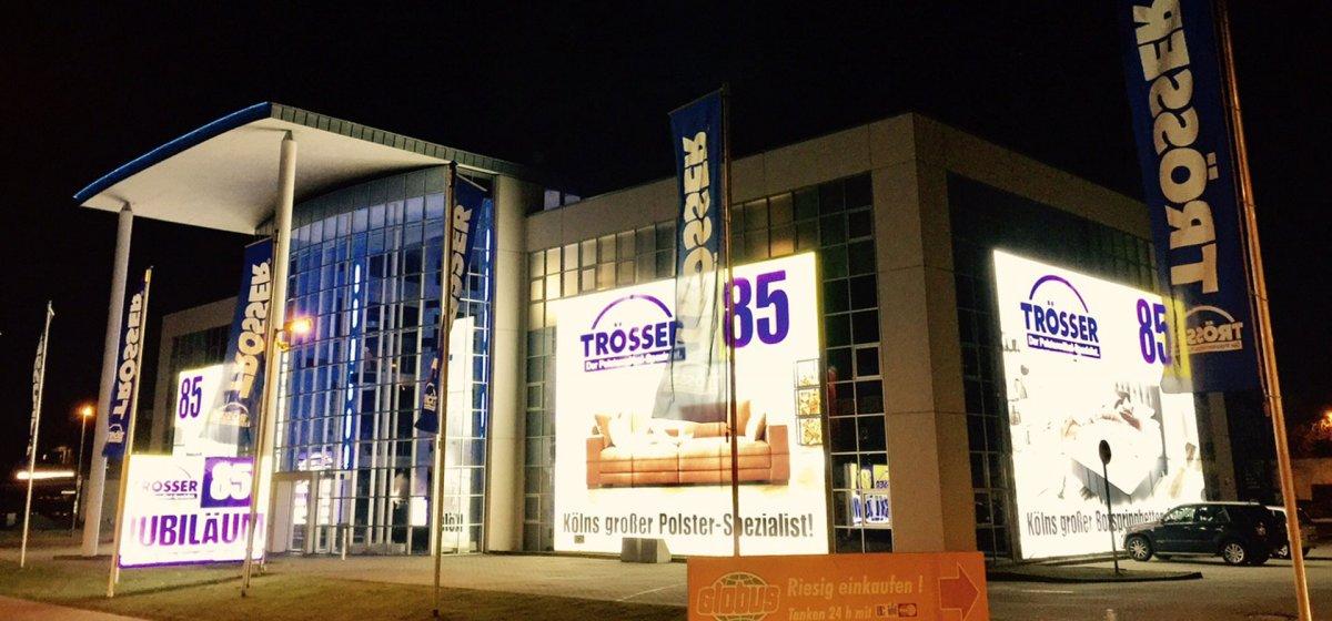 Möbelhaus Fassaden Werbung, Fassadenwerbung