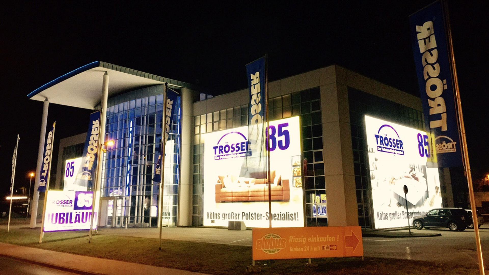 Möbelhaus Fassaden Werbung Starke Fassadenwerbung Pixlip Showcase