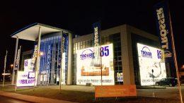 Medienfassade mit Textildruck, Leuchtfassade