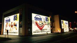 Möbelhaus Leuchtreklame, Fassadenwerbung