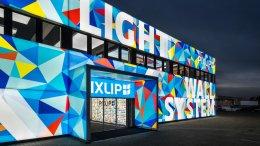 Medienfassaden mit Textildruck - leuchtende Fassadenoptik