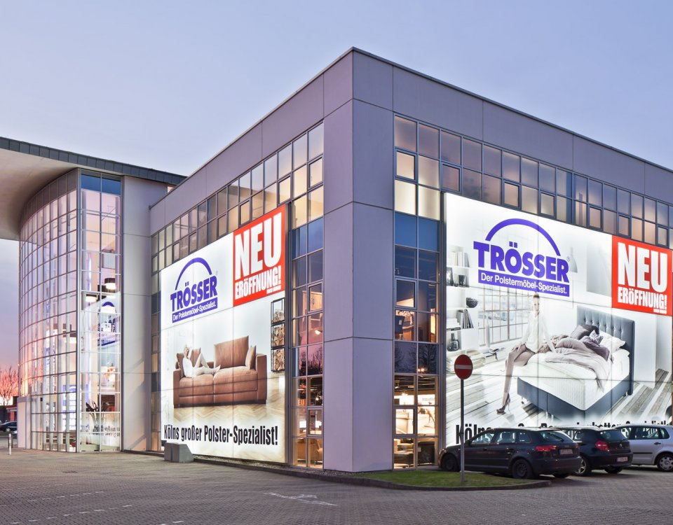 Facades Outdoor advertising